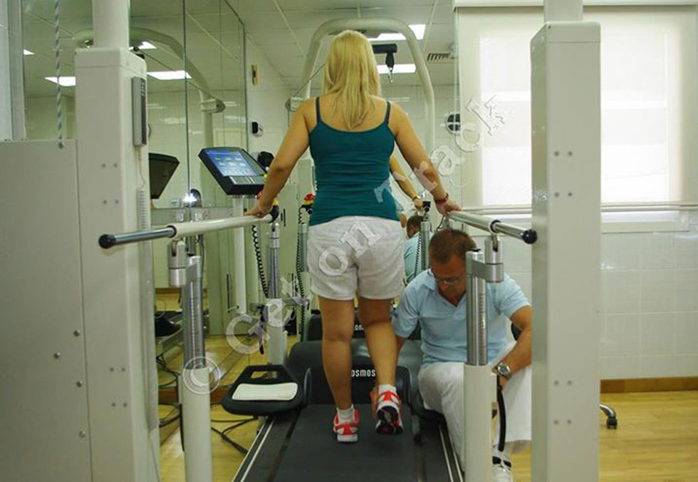 Does the speed of the treadmill influence the training effect in people learning to walk after stroke?